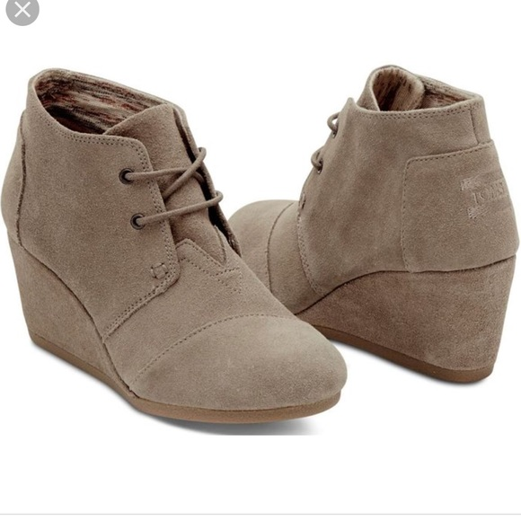 747bfa65b80 Toms Desert Wedge Boots Size 10 in Taupe Suede EUC.  M 5b93d40c45c8b30808ff9240
